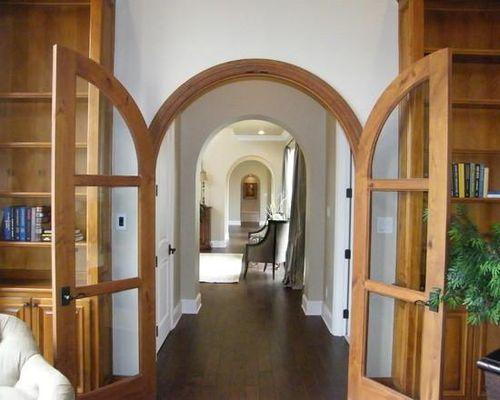 Арочная дверь в доме