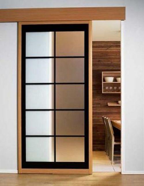 Дверь купе в интерьере квартиры