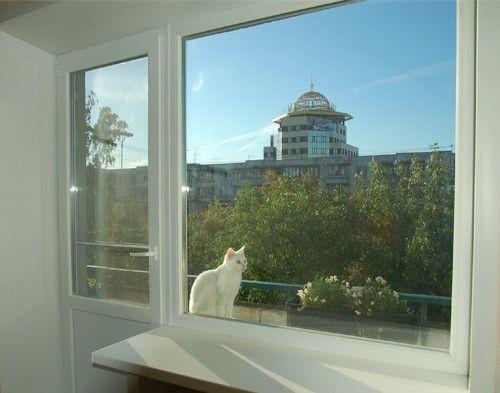 Как отрегулировать дверь на балкон?