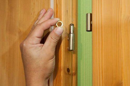 Ремонтируем дверь своими руками