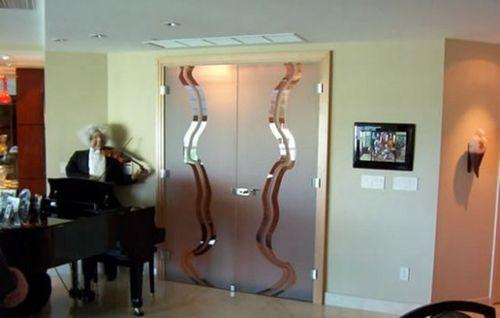 Стеклянная двойная дверь