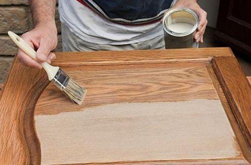 Окраска деревянной двери