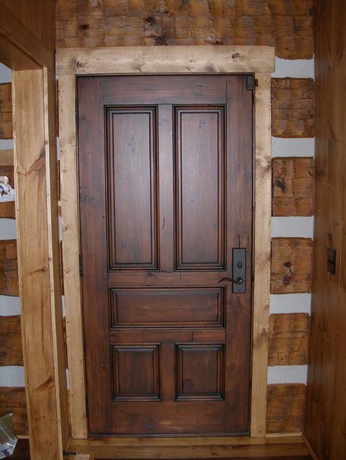 Какие двери лучше выбрать: из массива или шпонированные
