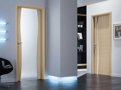 Какие двери лучше выбрать: ламинированные или шпонированные?