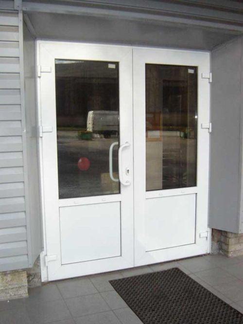 Как  установить пластиковую дверь самостоятельно?