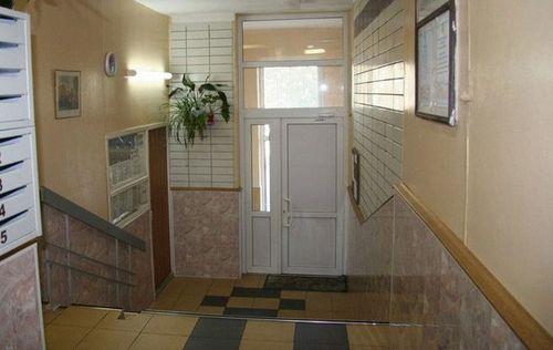 ustanovka_plastikovyx_dverej_06