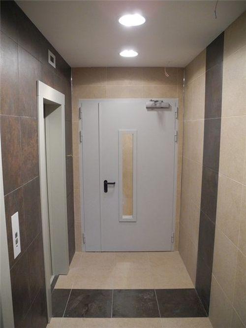 входная коридорная общая дверь
