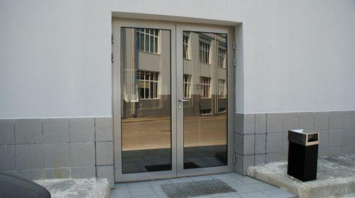 alyuminievye_vxodnye_dveri_03