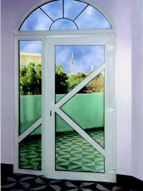 dveri_s_oknami_05