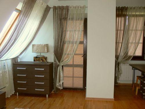 shtory_dlya_balkonnoj_dveri_04