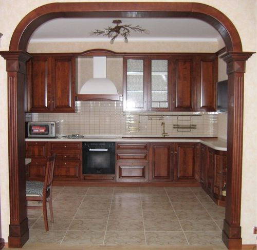 Красивая арка в частном деревянном доме