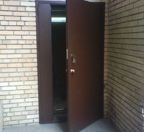 Тамбурные металлические двери: выбор и установка