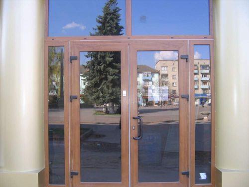 vxodnye_metalloplastikovye_dveri_07