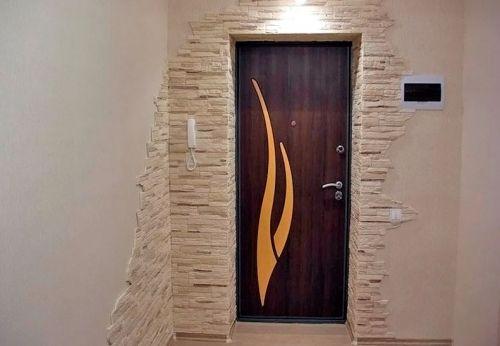 Красивая отделка входной двери
