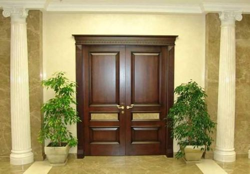 Дверь из массива
