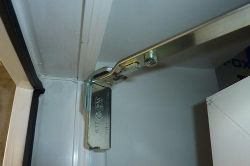 Почему плохо открывается и закрывается балконная дверь..