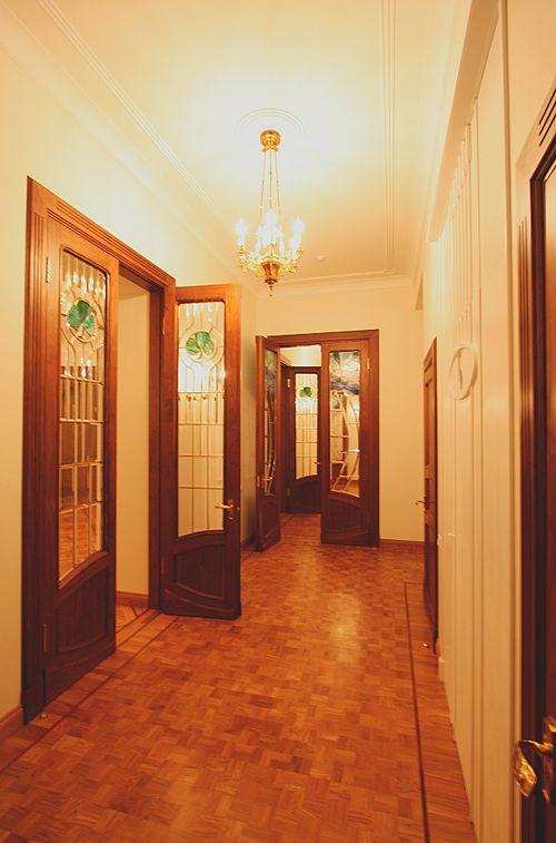 dveri_s_vitrazhnymi_steklami_10