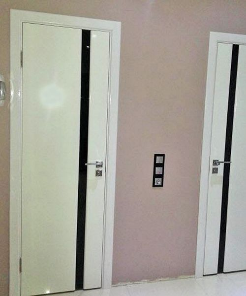 plastikovuyu_dver_v_vannuyu_i_tualet_02