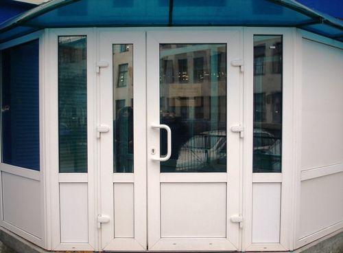 plastikovye_dveri_dlya_magazina_07