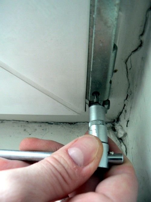 Как самостоятельно снять пластиковую дверь с петель