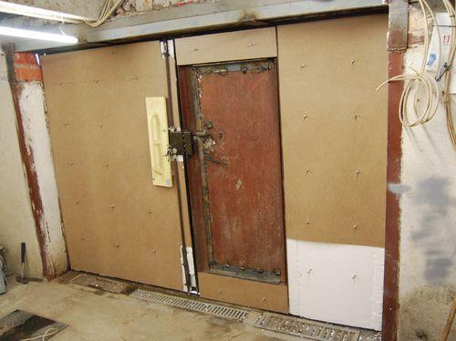 Как самостоятельно утеплить двери гаража