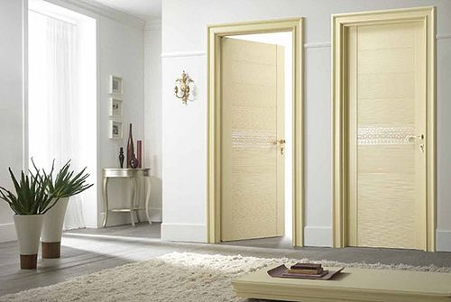 krasivyj_dekor_mezhkomnatnyx_dverej_03