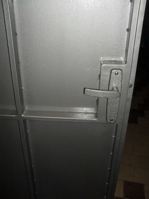 metallicheskie_podezdnye_dveri_09