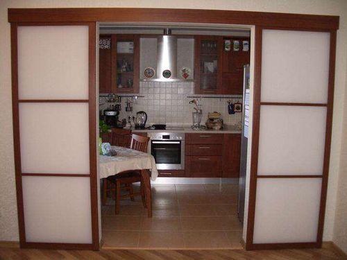 Выбираем кухонные двери