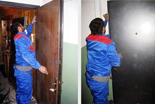 Процесс снятия двери