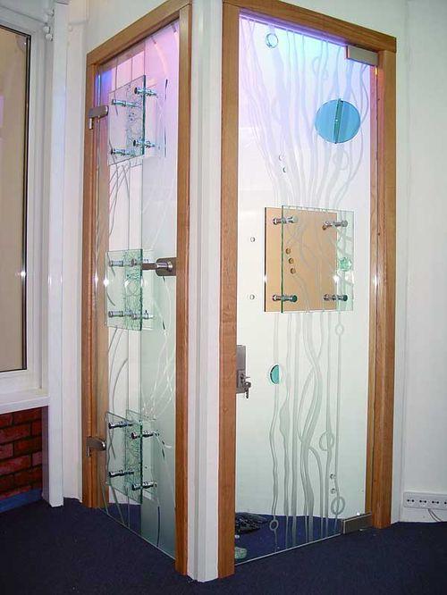Выбираем стеклянные двери