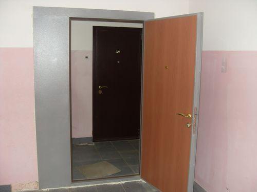 Тамбурные двери на лестничную площадку_4