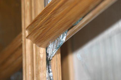 Как произвести замену стекла в межкомнатной двери