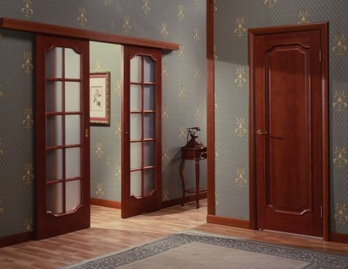Как выбрать межкомнатные двухстворчатые распашные двери эконом-класса