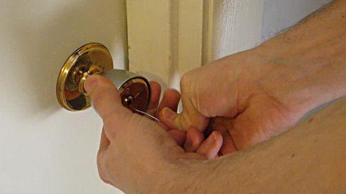 Советы, как открыть межкомнатную дверь без ключа