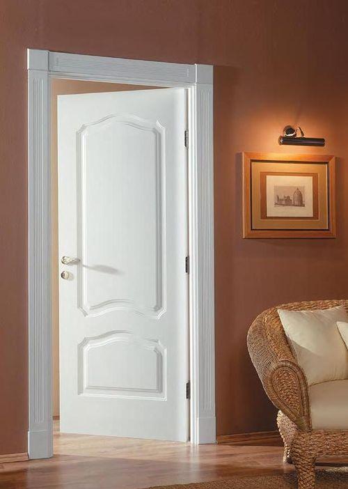 Белые межкомнатные двери классика в интерьере