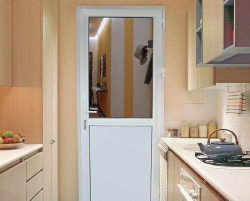 Дверь на кухне