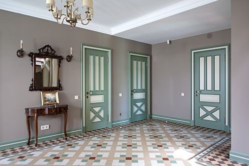 Бело-зеленые двери
