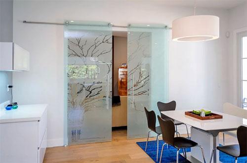Какими бывают раздвижные стеклянные двери