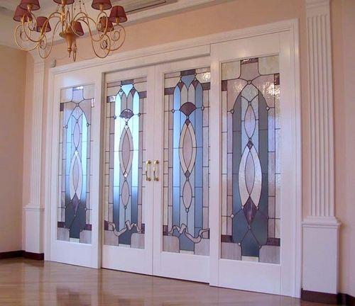 Межкомнатные двери с витражным стеклом