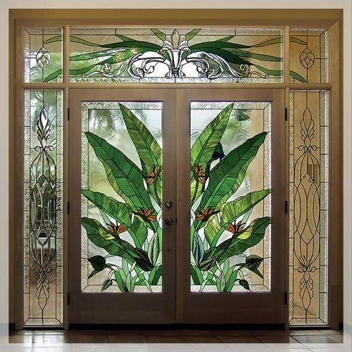 Стильные модели витражных дверей 2019